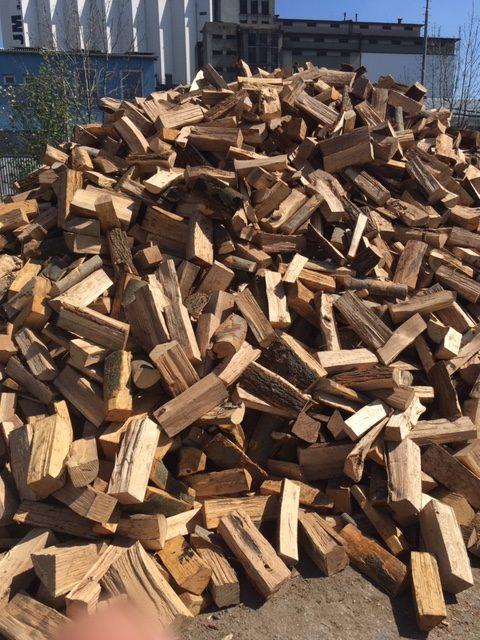 Palivové dřevo volně ložené