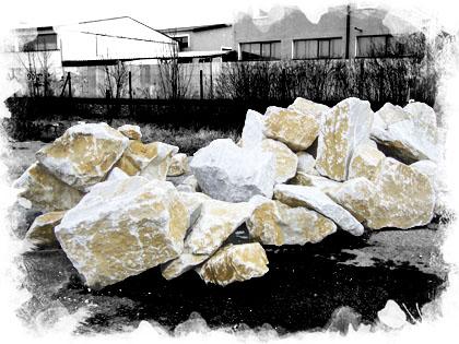 Solitéry a okrasné kameny na zahradu