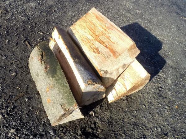 palivové dřevo vážíme a dopravujeme do měst jako Uničov Litovel Olomouc nebo Bohuňovice